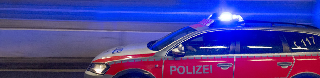 Polizeiauto im Tunnel